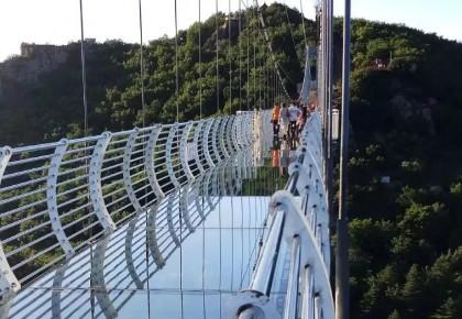 260米高空,玻璃吊桥炸裂,敢体验吗?我省又一网红景点诞生