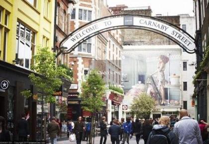 开学季成第三大购物季 英国家长购物开销知多少?