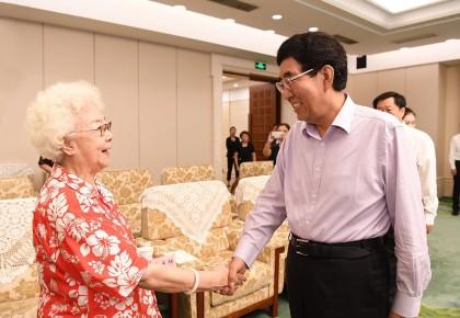 为新时代吉林文化事业作出更大贡献  巴音朝鲁会见出席第十四届中国长春电影节的老艺术家代表