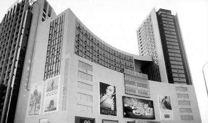 26日,地铁卫星广场站与国商百货地下连接通道开通