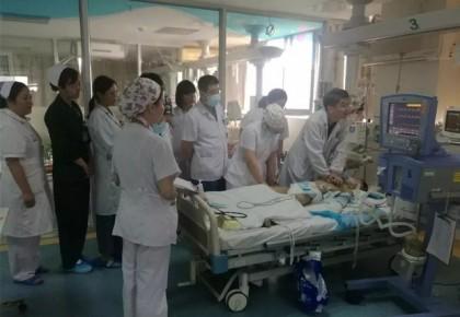 心脏按压3万次 江苏男孩获重生 外国网友齐赞中国白衣天使