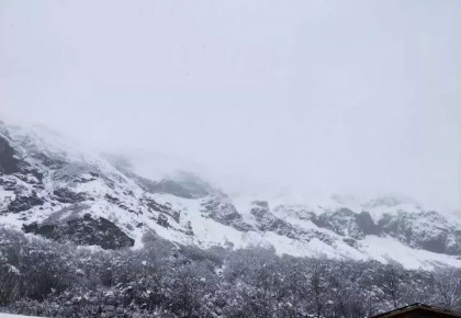 紧急通知:因降雪道路结冰,长白山北景区主峰关闭!