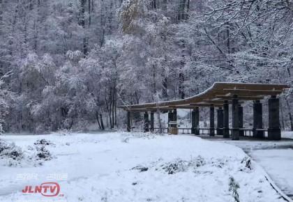 我省部分地区迎初雪 赏美景别忘出行安全