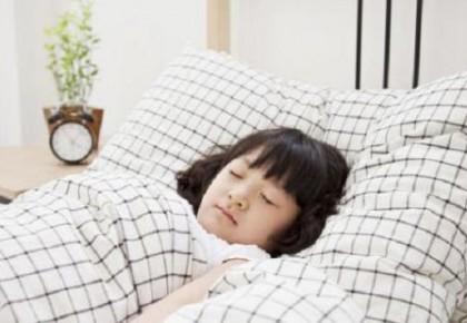 """研究显示:每晚睡7-8小时最好,太多让人""""变笨"""""""
