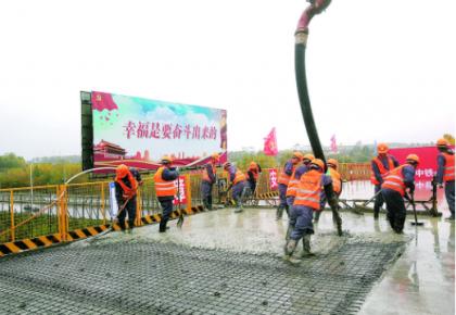长春市二道区英俊镇英凯大街跨珲乌高速、分离式立交桥预计明年9月建成通车