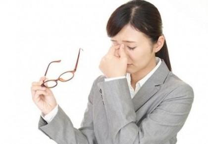 如何远离干眼症?要学会眨眼睛