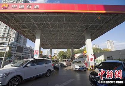 国内油价将迎年内最大降幅 92#汽油重回7元时代