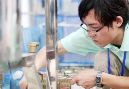 现代制造业等领域一线新增从业人员70%以上来自职校