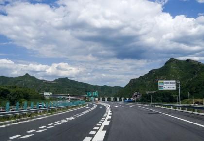 大广高速发生28辆大货车连环相撞交通事故,多人伤亡