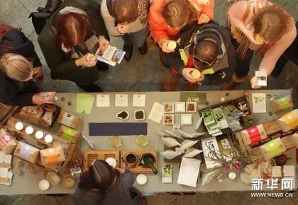 柏林举办首届茶文化节 2000余人参与活动感受中国传统文化