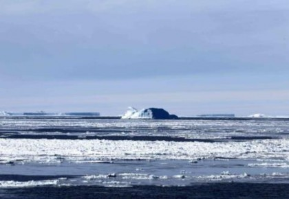 """""""雪龙""""号进入南极圈 将开展卸货作业"""