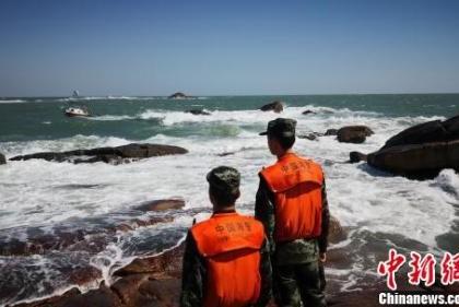 """超强台风""""玉兔""""逼近,福建702个施工工地关停,逾万人撤离"""