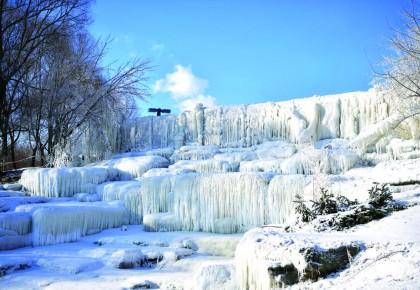 长春世界雕塑公园:冬季旅游打卡新目标 200件冰雕雪雕等你来看