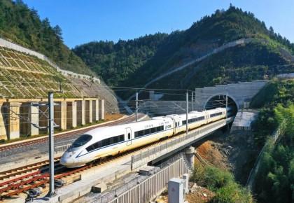 10条高铁新线年底前开通,试运行车上3瓶矿泉水惊呆众人!