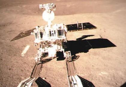 """嫦娥四号着陆器与巡视器顺利分离 """"玉兔二号""""踏上月球表面"""