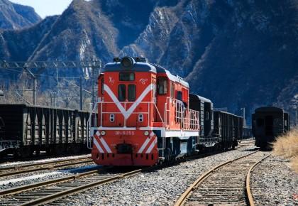 """网友提议火车单设""""儿童车厢"""" 铁总:这个建议很有启发"""