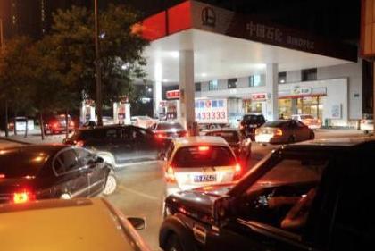 國內油價或繼續上漲 春節出行可提前加油