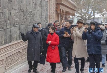 12国驻华使节参访新疆 感受和谐稳定期待深度合作