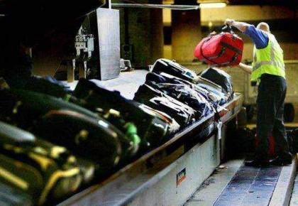 """全球每年2300万件行李出差错,遭遇""""花式""""丢行李后怎么办?"""