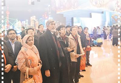 """""""我们希望与中国一道走得更远"""" ——部分亚洲国家驻华外交官参观庆祝改革开放40周年大型展览"""