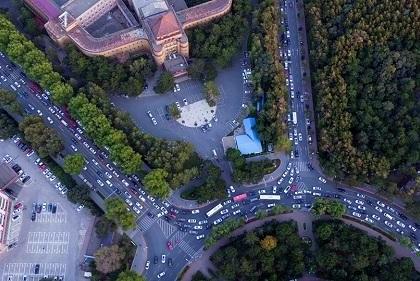 我国除夕15万人次警力确保道路交通平稳有序
