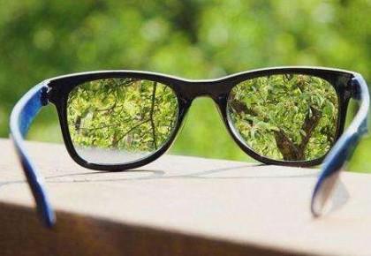 戴眼鏡會加重近視?這些關于近視的說法有道理嗎?