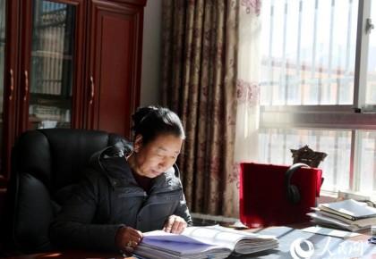 """""""一心跟党走,把日子过得红红火火"""" ——西藏拉萨市城关区纳金乡塔玛村党支部第一书记格桑卓嘎"""