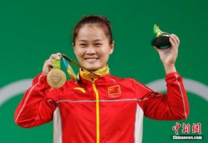 2019年举重世界杯 中国选手邓薇夺金并打破三项世界纪录