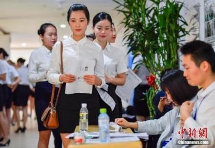 报告:中国女性薪酬不及男性8成 该如何缩小差距