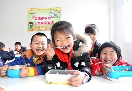 贫困生不好意思吃爱心午餐,学校这样偷偷守护…