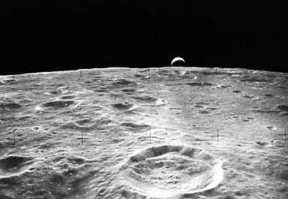 月壤8厘米之下均匀分布着水 陨石撞击致每年损失200吨