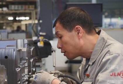 李凯军:在金属上雕刻的工匠大师