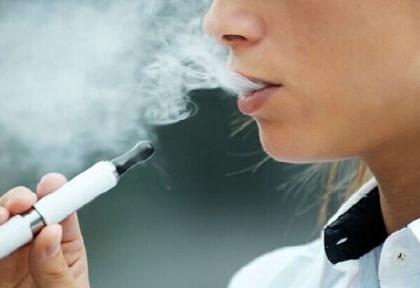 """电子烟交易目前处""""三无""""状态 网售烟油大多为黑作坊勾兑"""