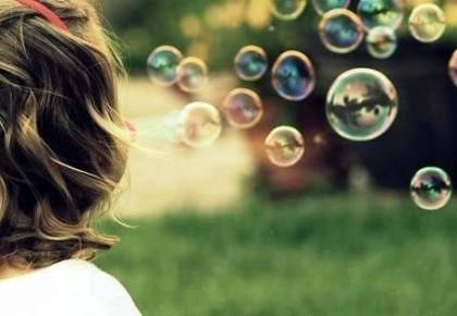 儿童吹泡泡有助语言能力发展