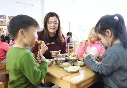 长春市教育局印发《关于落实长春市中小学校陪餐制度的通知》