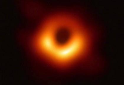 专家详述制作黑洞照背后艰辛:就像听人用坏掉的钢琴演奏