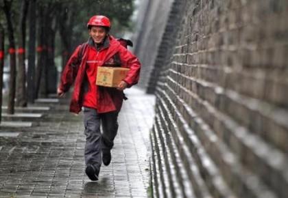 中國快遞協會強烈呼吁關愛快遞員 正研究建立不良用戶黑名單制度