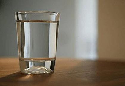 每天喝4升水可能会中毒,怎样喝水才健康?