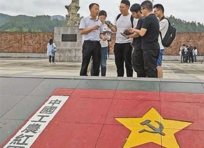 红军过夜睡门板(壮丽70年 奋斗新时代�记者再走长征路)