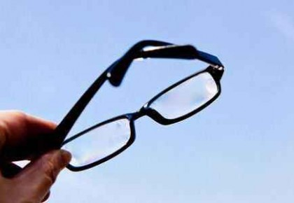 視力低于5.0不能評三好學生?杭州一小學出新規,網友炸了