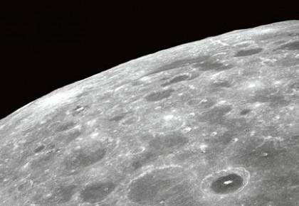 月球表面水冰可能远超预期 阴影区陨石坑或是储冰窖