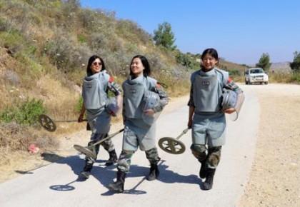 95后女军人首次执行维和扫雷任务