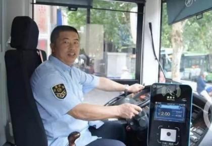 乘客吵得不可开交!司机停车说了一句话,整辆车都安静了