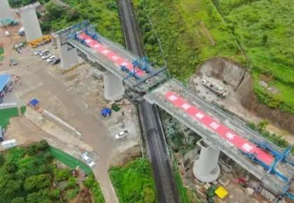 65分鐘逆時針旋轉35度!兩條3000噸鐵路特大橋精準對接
