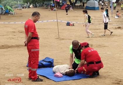 长春市南湖公园:关注水上安全 开展救助演练