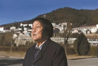 这位中国唯一一位连任13届的全国人大代表,见证了什么 | 礼赞70年
