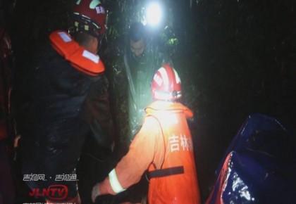 """延边:受""""罗莎""""影响 五人被困山中 救援队设""""拉梯""""营救"""
