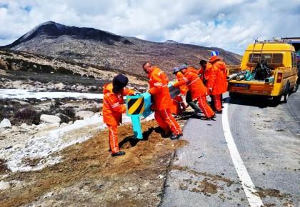这条中国最险峻的公路,他守护了28年!