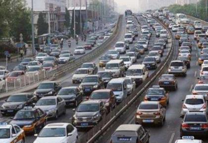 国庆长假将迎自驾出行高峰 公安部发布五类交通安全风险预警