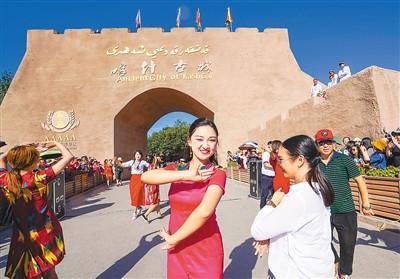 """中國人旅行已成尋常事 """"說走就走""""足跡遍全球"""